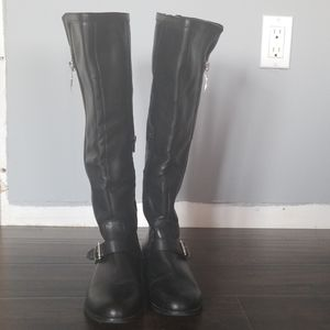 Very beautiful, black, Guess leather boots